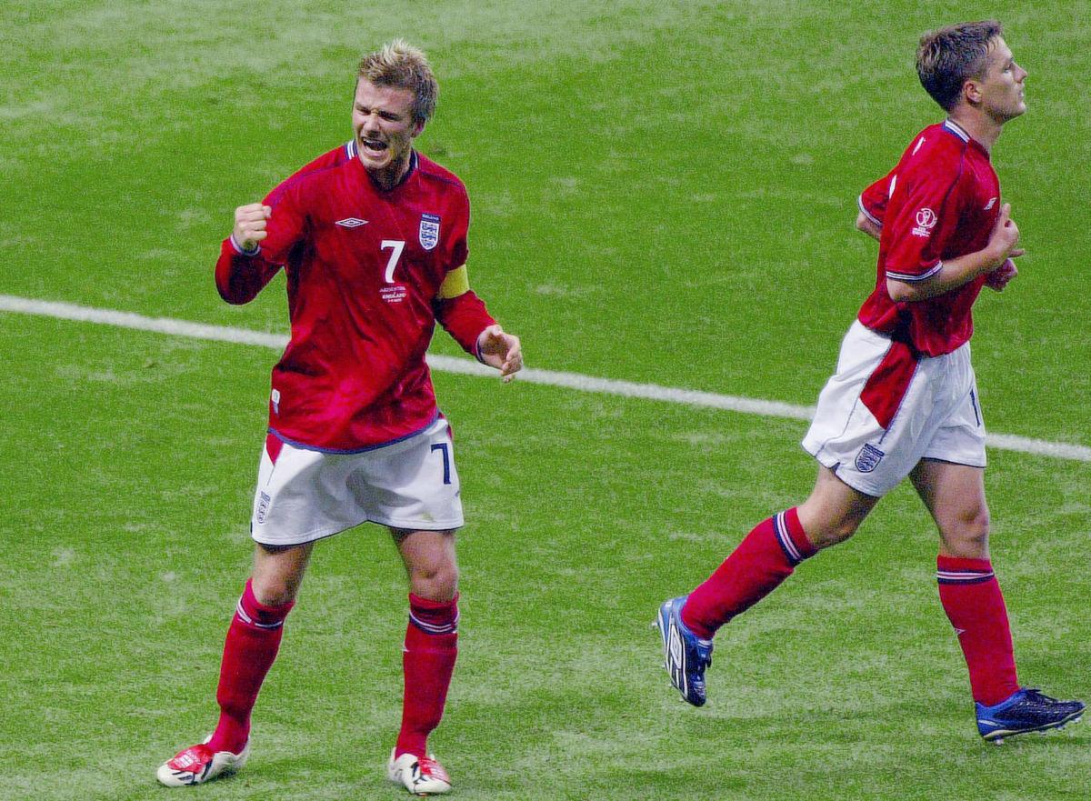 english-midfielder-david-beckham-l-reacts-after-5b08474a3467ac0ad1000001.jpg