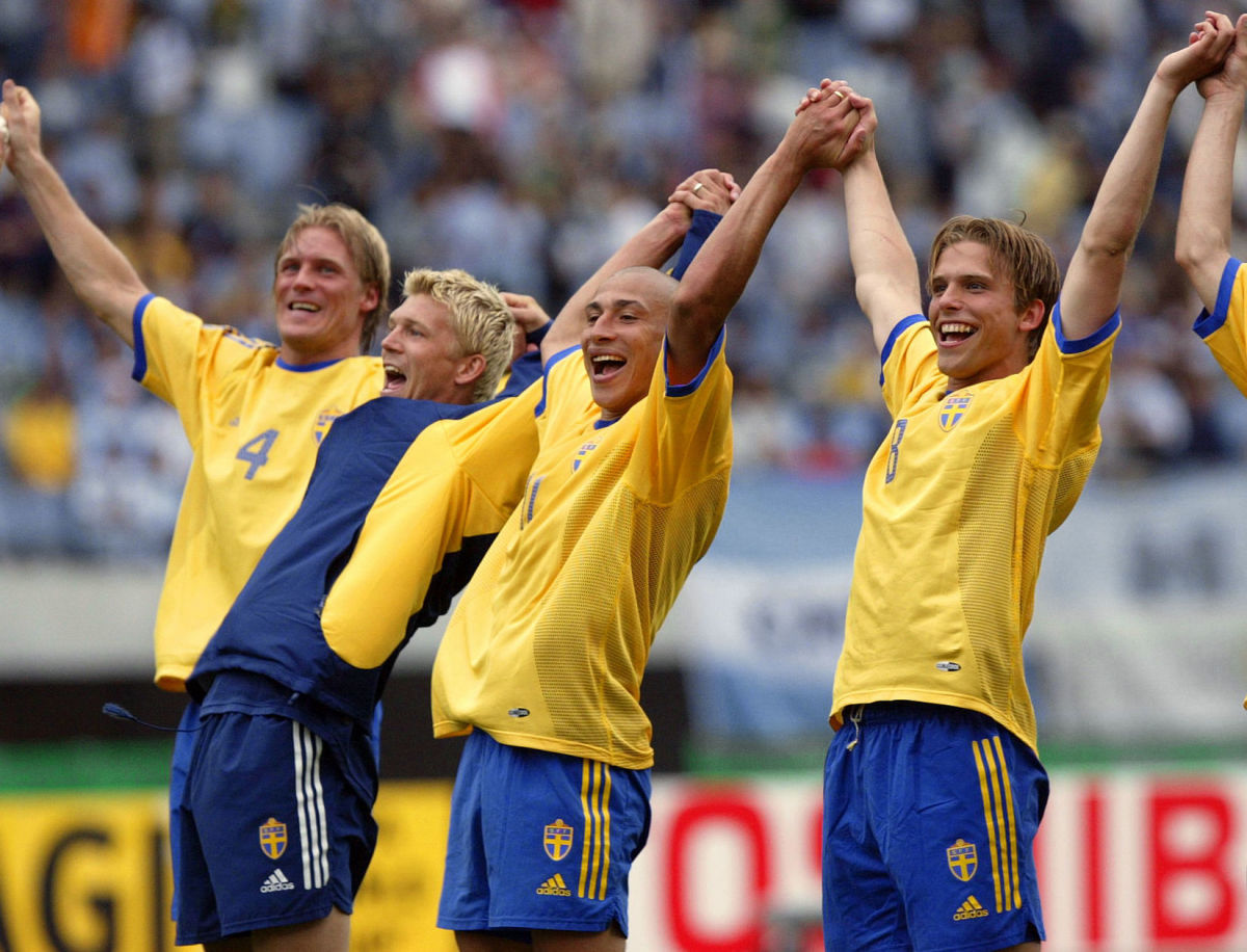 swedish-players-wave-to-the-crowd-at-the-end-of-th-5b0848687134f6a37500000c.jpg