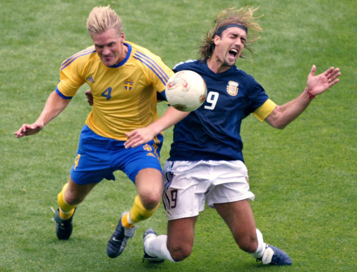 swedish-defender-johan-mjallby-l-vies-with-argen-5b08480873f36c22a6000001.jpg