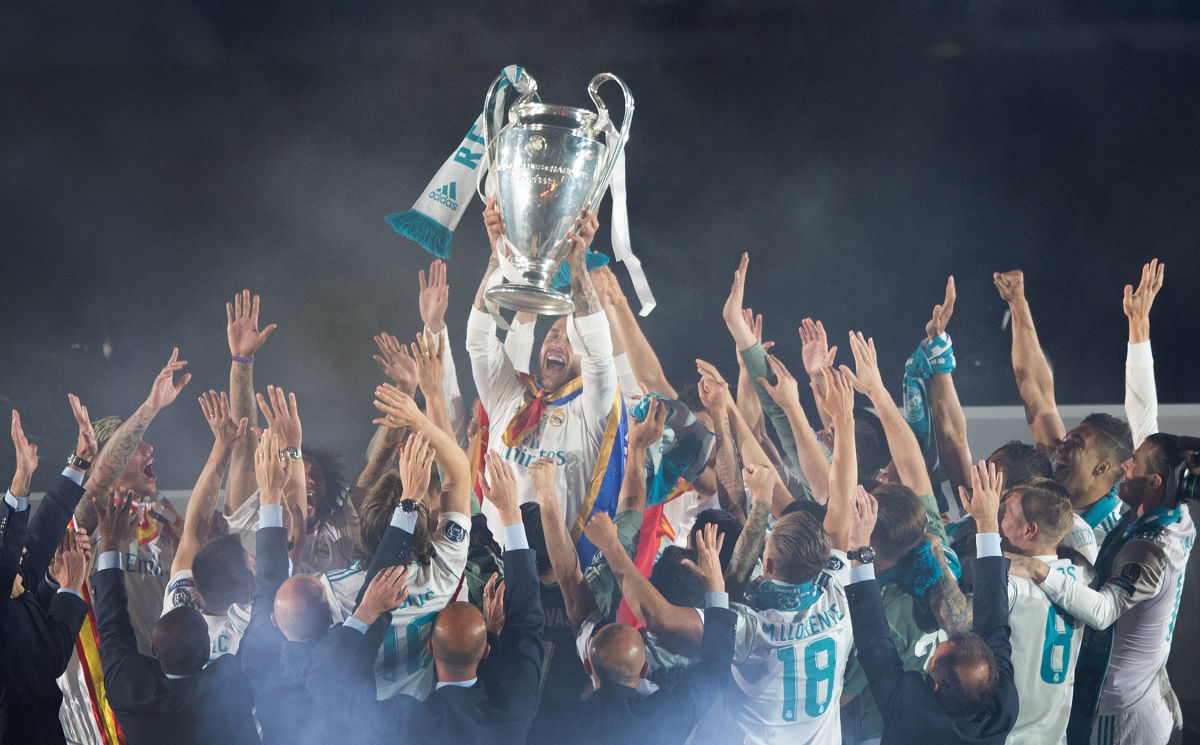 real-madrid-celebrate-after-victory-in-the-champions-league-final-against-liverpool-5bfffebda30479945d00003a.jpg
