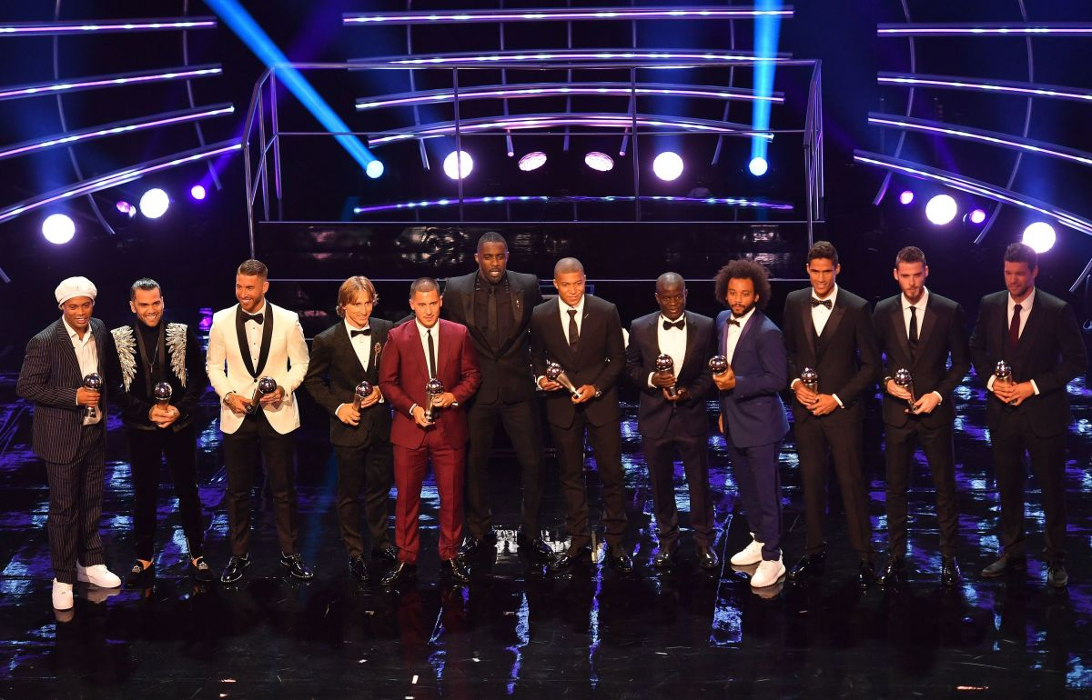 topshot-fbl-fifa-awards-5baa39a7eff55cc1af000001.jpg