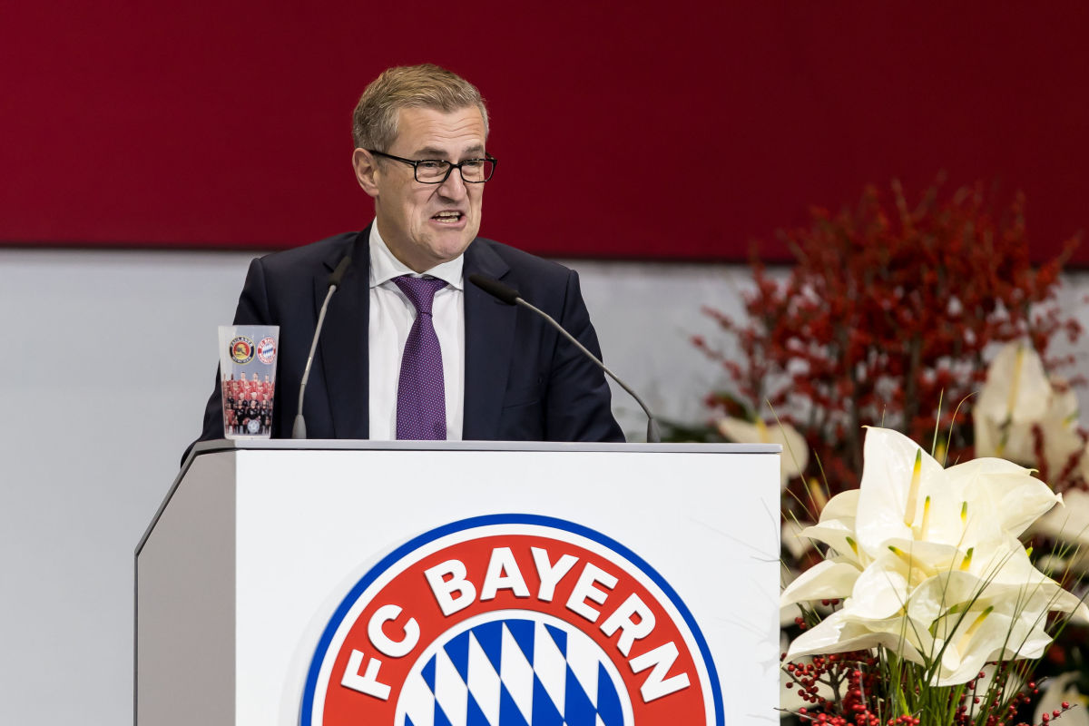 fc-bayern-muenchen-annual-general-assembly-5c03bc919df9a3ea77000022.jpg