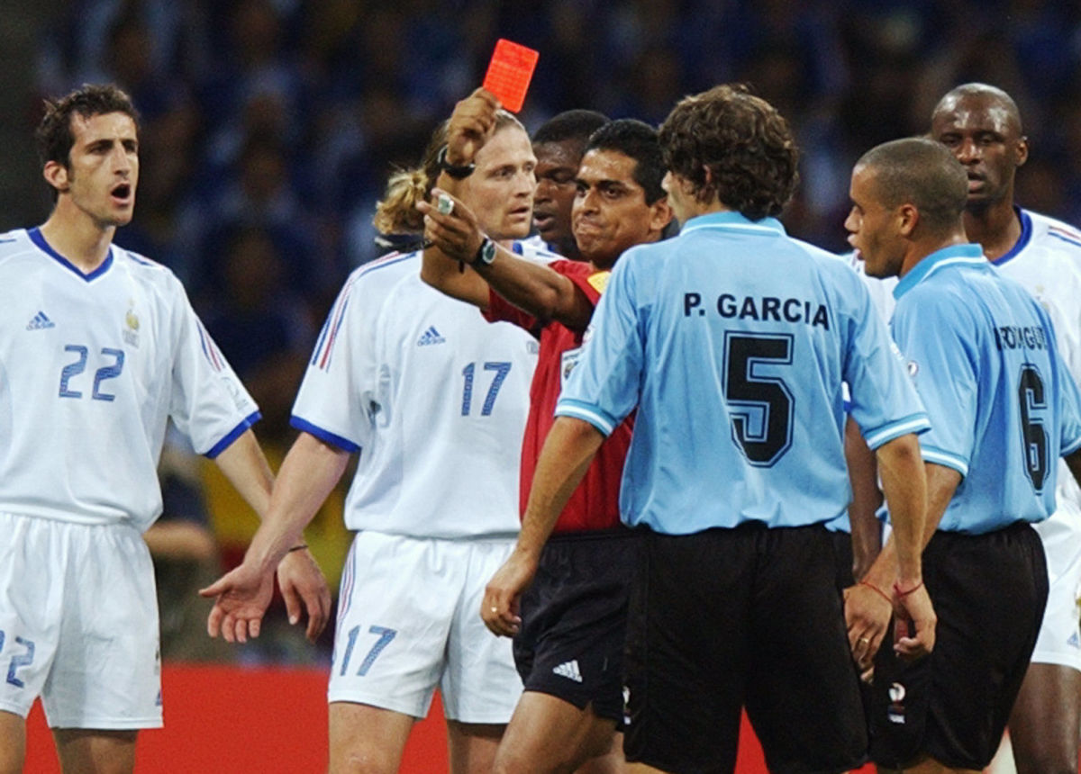 mexican-referee-felipe-rizo-ramos-is-surrounded-by-5b0b2d9af7b09df308000001.jpg