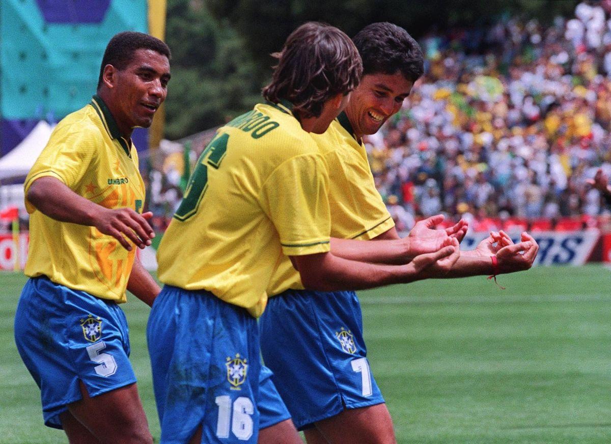 brazilian-forward-bebeto-r-imitated-by-leonardo-5af9ad5c3467ac41d3000001.jpg