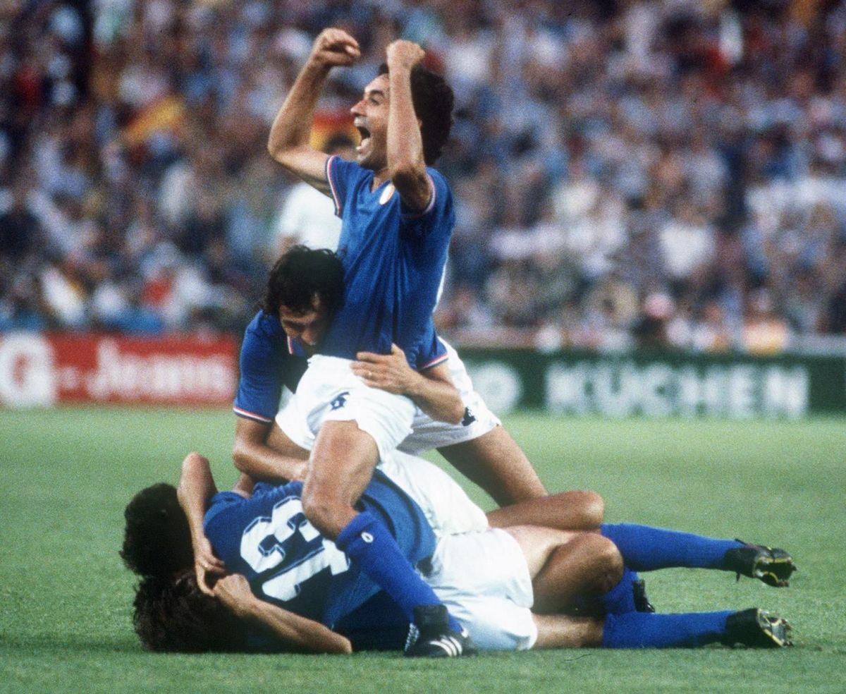 italians-defenders-antonio-cabrini-top-5af99c2c7134f6d947000002.jpg