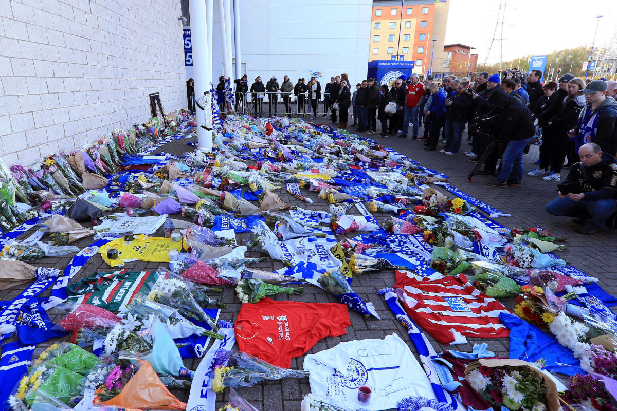 mourners-pay-tribute-after-helicopter-crash-at-king-power-stadium-in-leicester-5bd6d8d47832461e19000022.jpg