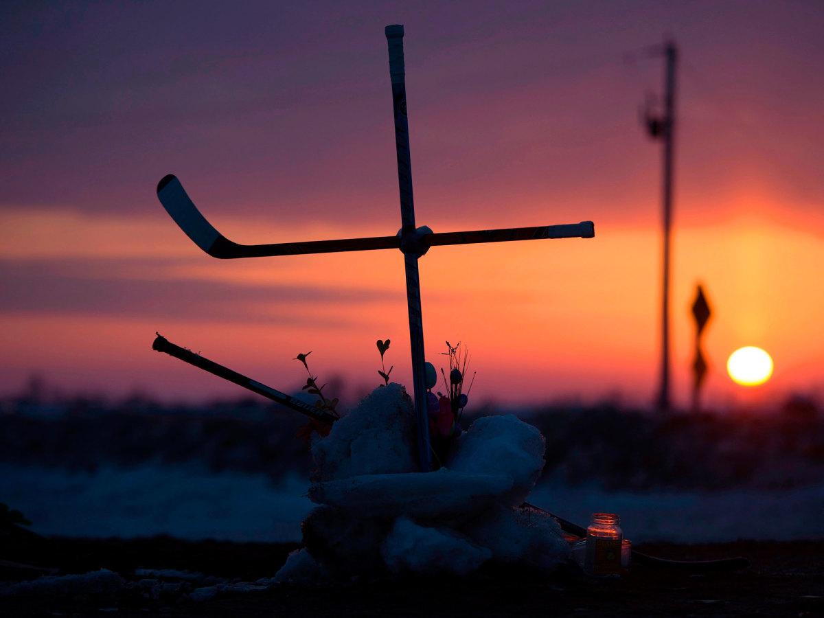 humboldt-hockey-stick-cross-200x1500.jpg