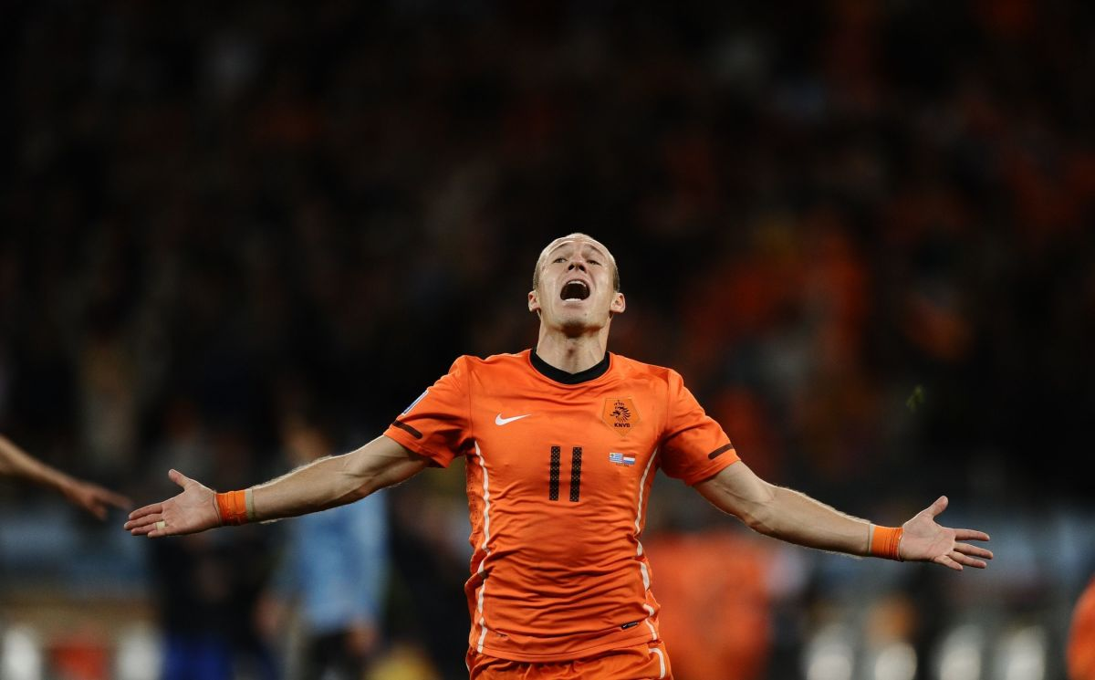 netherlands-striker-arjen-robben-celebr-5b1aba2c7134f682cb000001.jpg