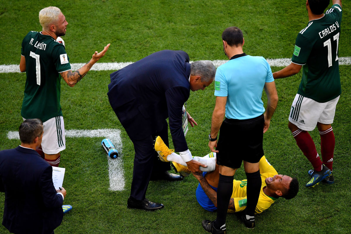 brazil-v-mexico-round-of-16-2018-fifa-world-cup-russia-5b3ab3fe73f36c76ee000003.jpg