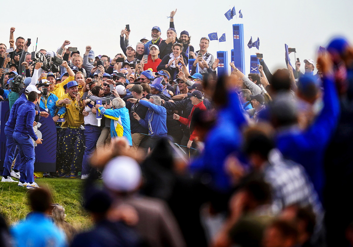 Team Europe's Francesco Molinari celebrates during Sunday Singles the 42nd Ryder Cup at Le Golf National in Paris, France