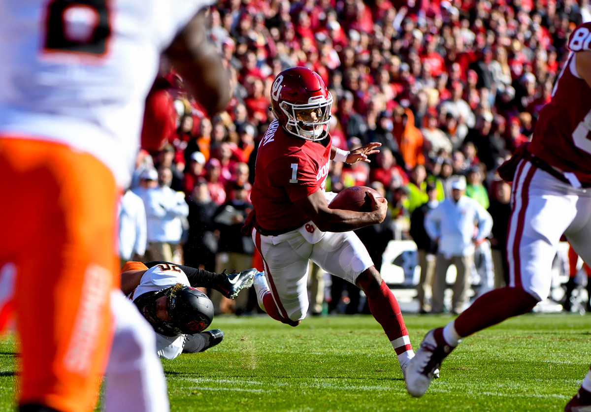Oklahoma QB Kyler Murray (1) during a game vs. Oklahoma State