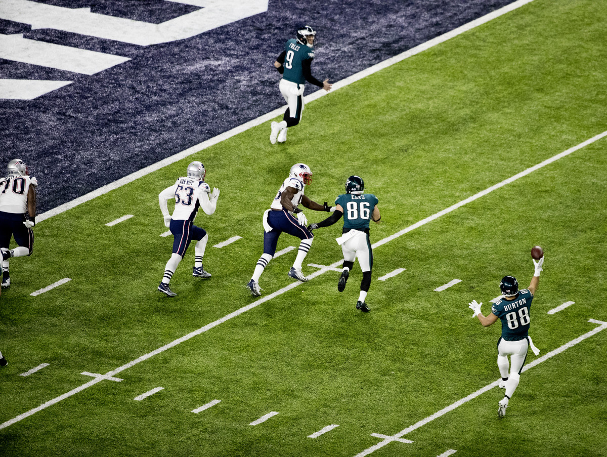 Eagles tight end Trey Burton throws a touchdown pass to QB Nick Foles during Super Bowl LII.