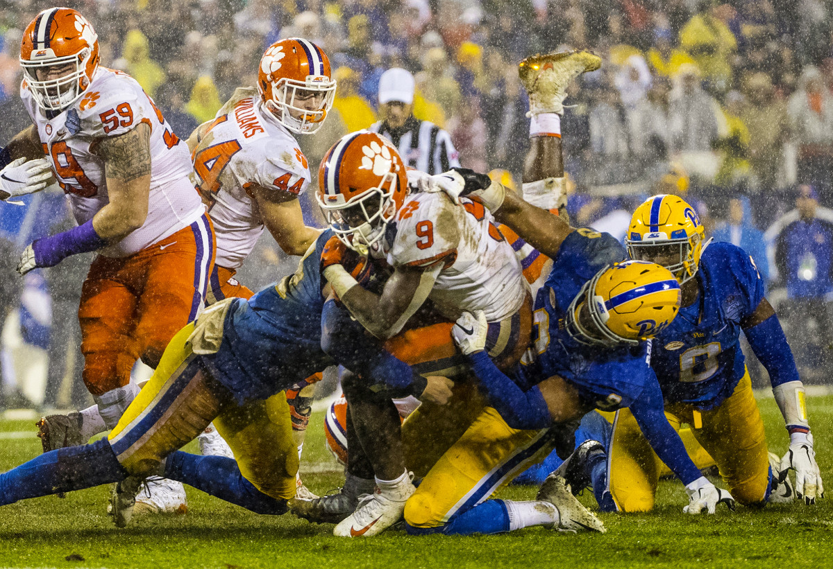 Clemson's Travis Etienne (9) vs. the Pittsburgh Panthers during the 2018 ACC Championship