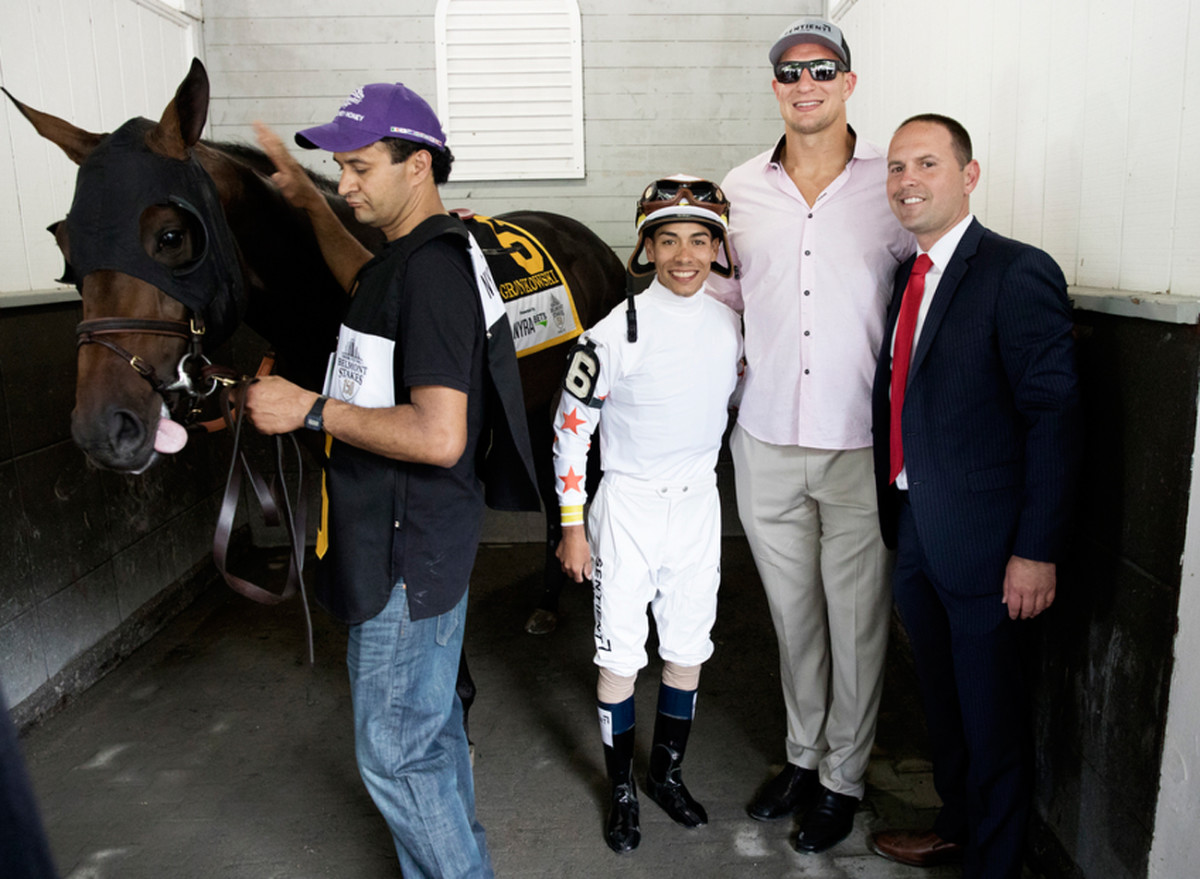 Gronk with jockey Jose Ortiz and trainer Chad Brown (right).
