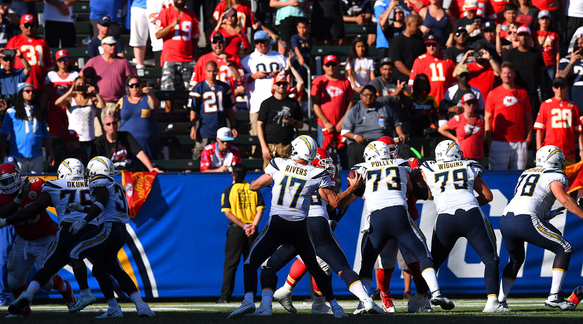 Despite playing in Los Angeles, Kansas City fans were prevalent in the stands as the Chiefs easily beat the Chargers 24–10 in Week 3 last season.