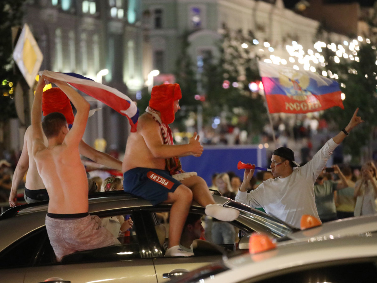 russia-fans-streets-moscow.jpg