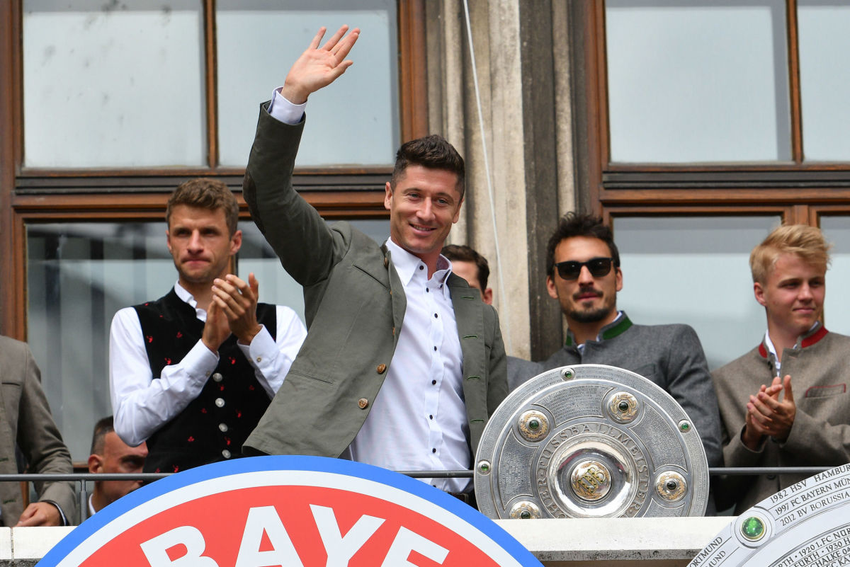 fc-bayern-muenchen-celebrate-winning-the-bundesliga-5b3a70e1347a02536e000008.jpg