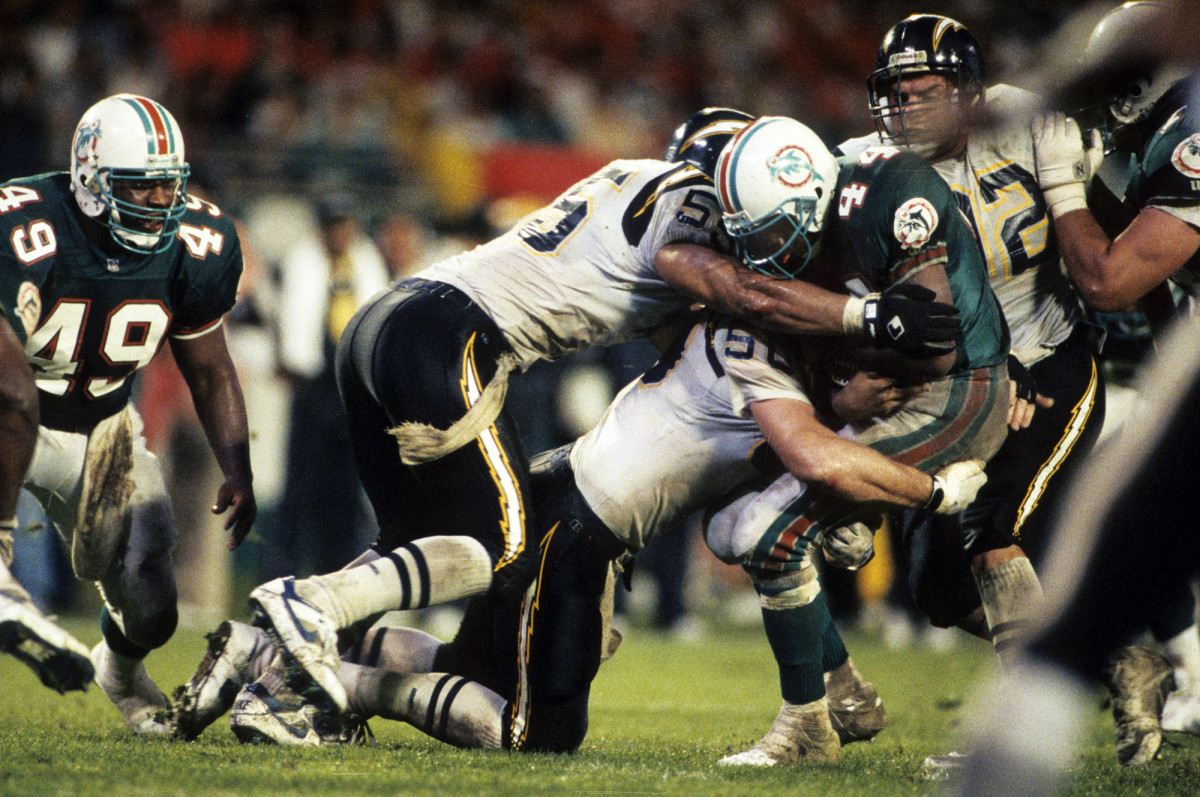 Plummer and Seau team up on a tackle against the Dolphins in January 1993.