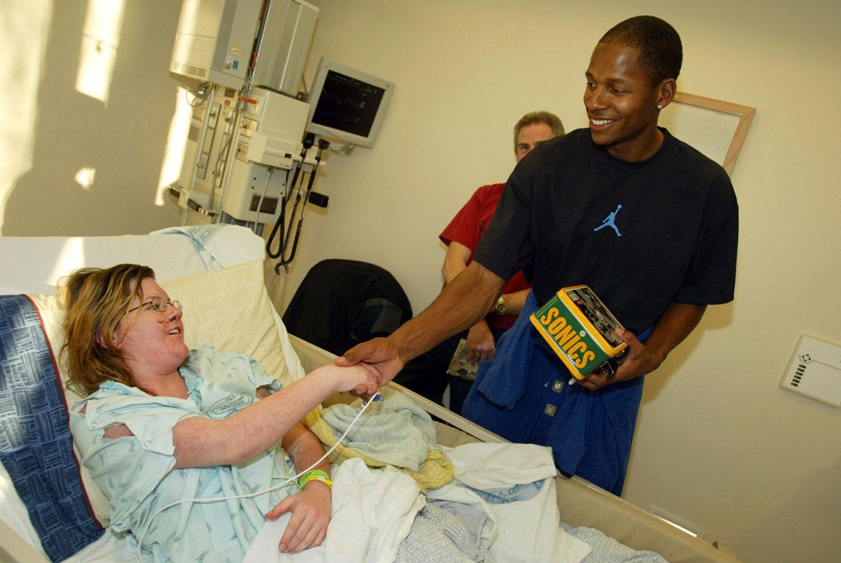 2003-1218-Ray-Allen-Children's-Hospital.jpg