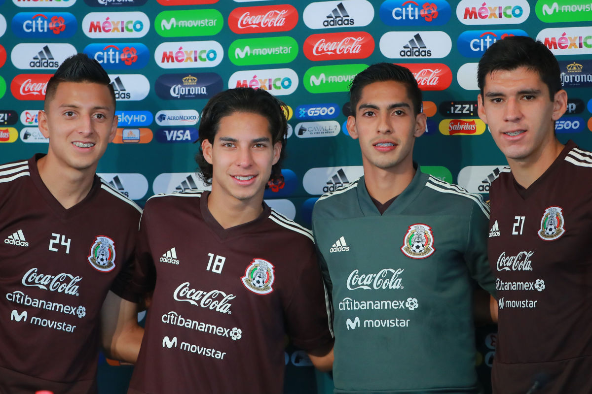 mexico-national-team-training-session-and-press-conference-5becb49f73023009e300002b.jpg