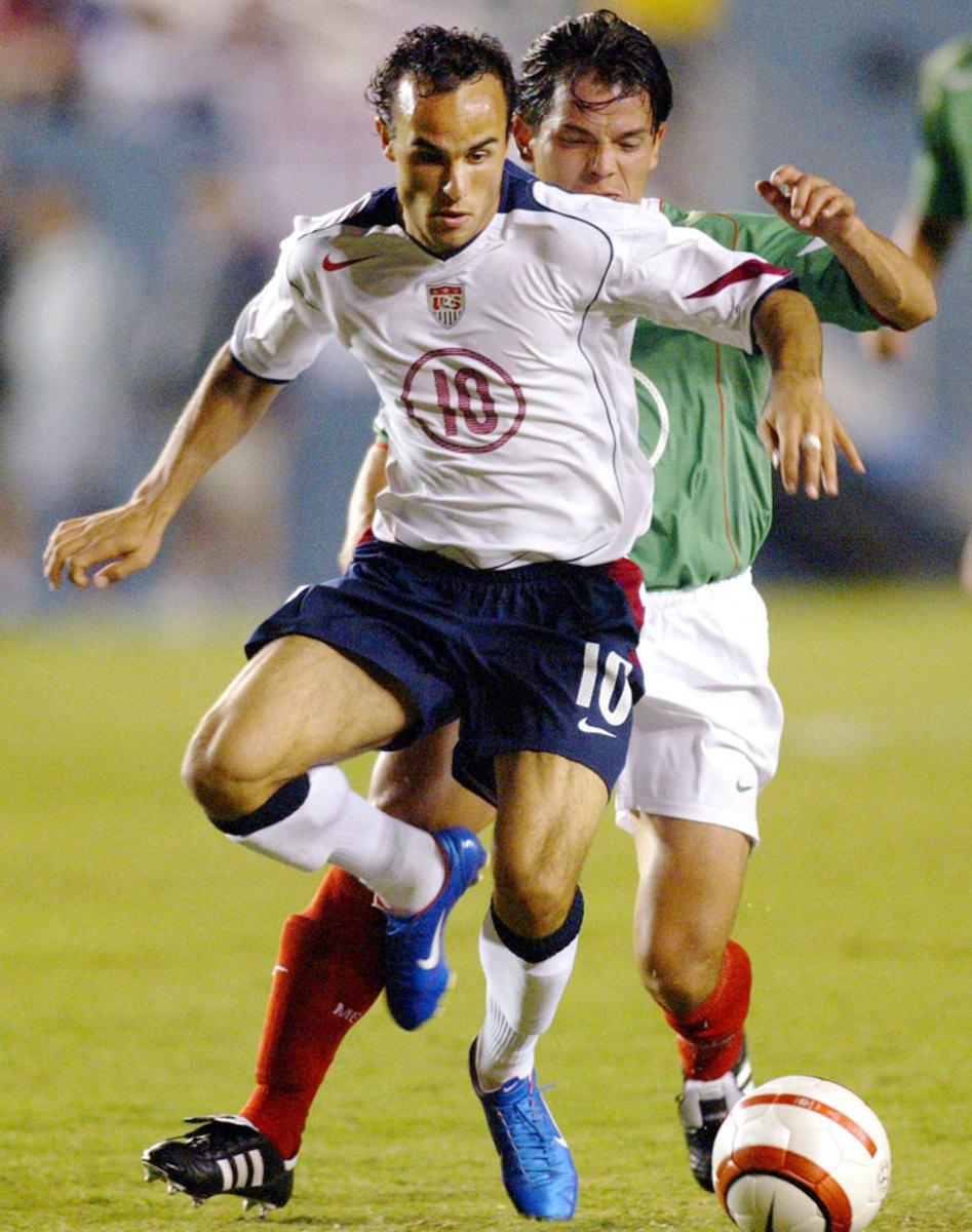 2004-06-USA-home-uniform-Landon-Donovan.jpg