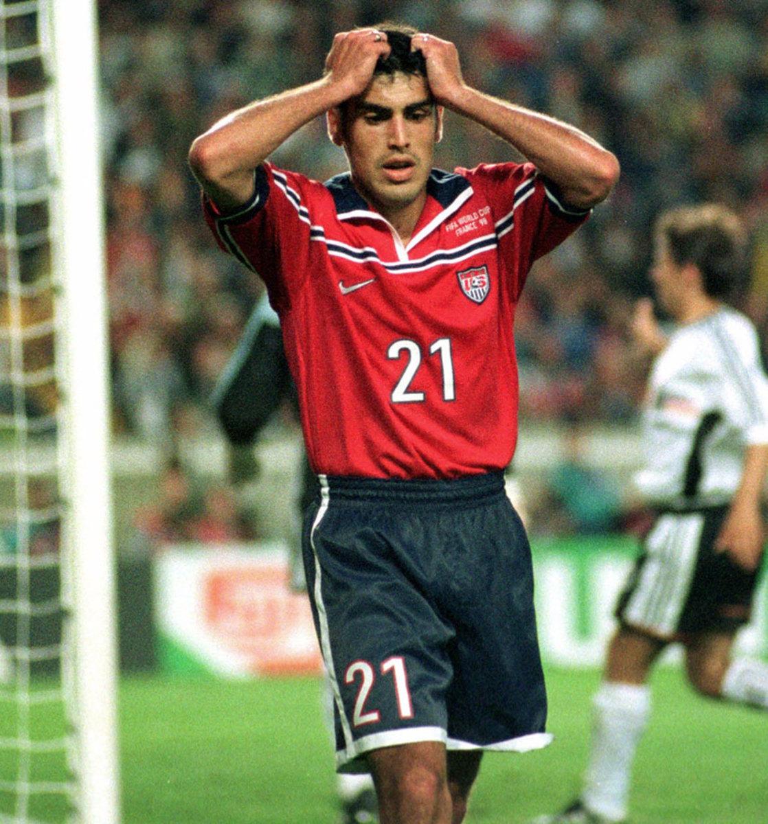 1998-USA-away-uniform-Cladio-Reyna.jpg
