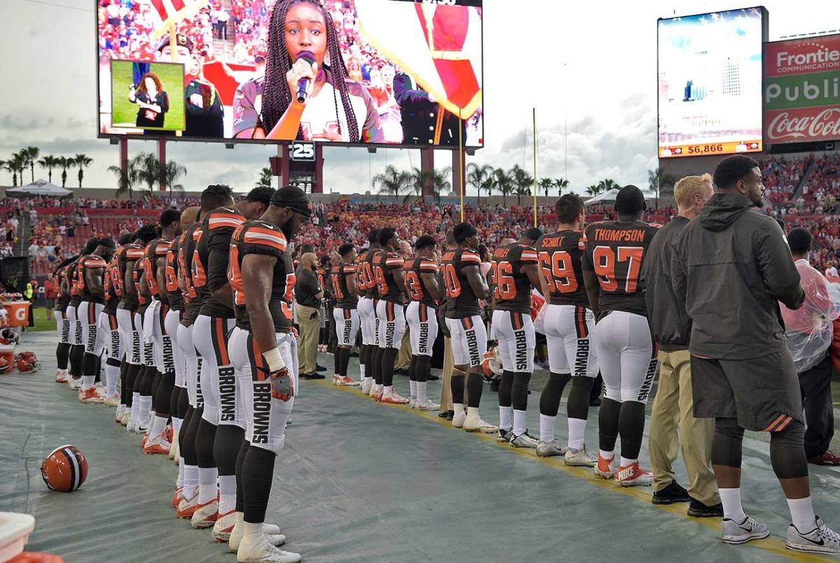 Browns players stood arm in arm in Tampa on Saturday.