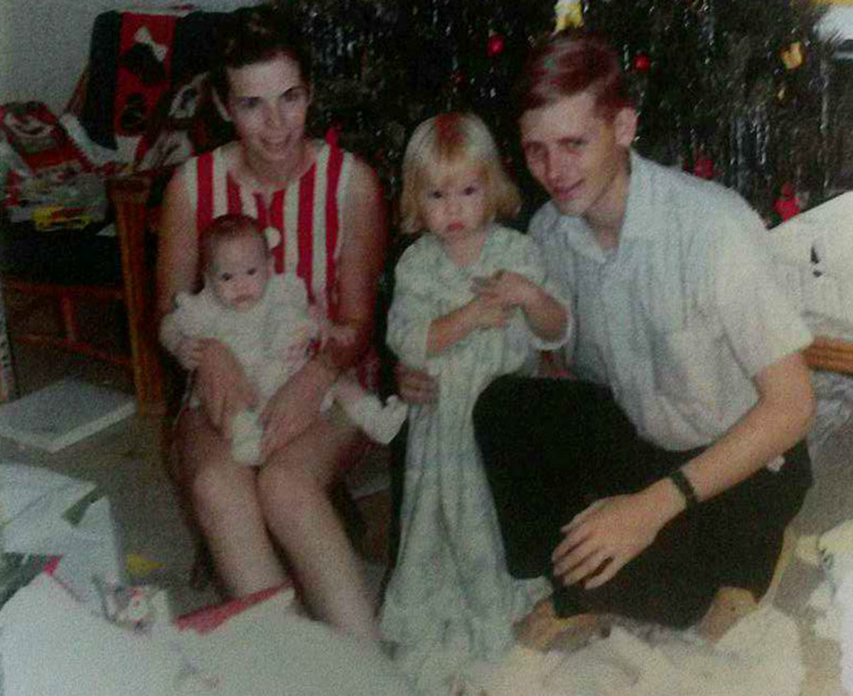 Judy, Rebecca, Sharon and Steve in the last Christmas they all spent together (in 1968).