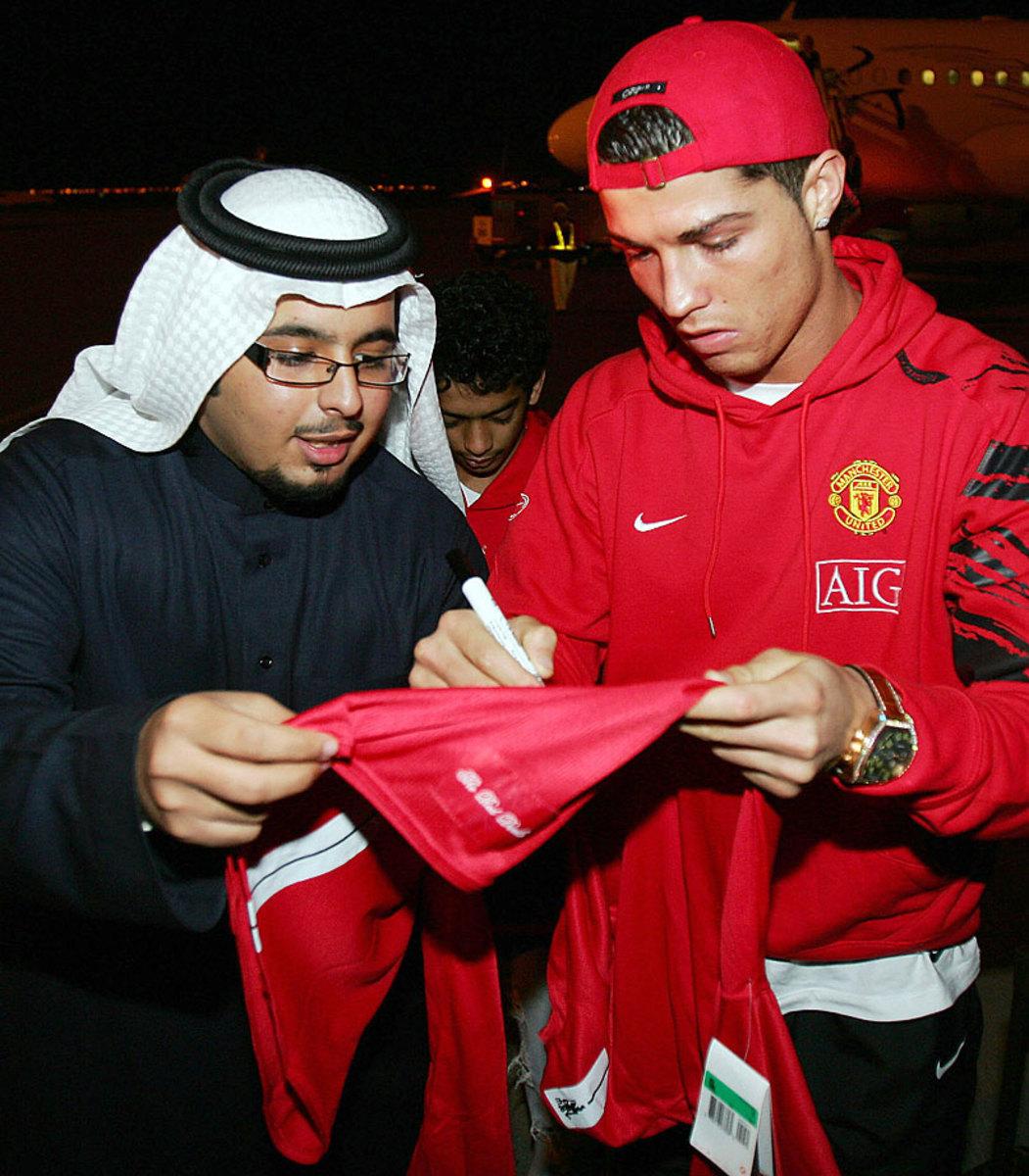 2008-Cristiano-Ronaldo-Saudi-fan.jpg