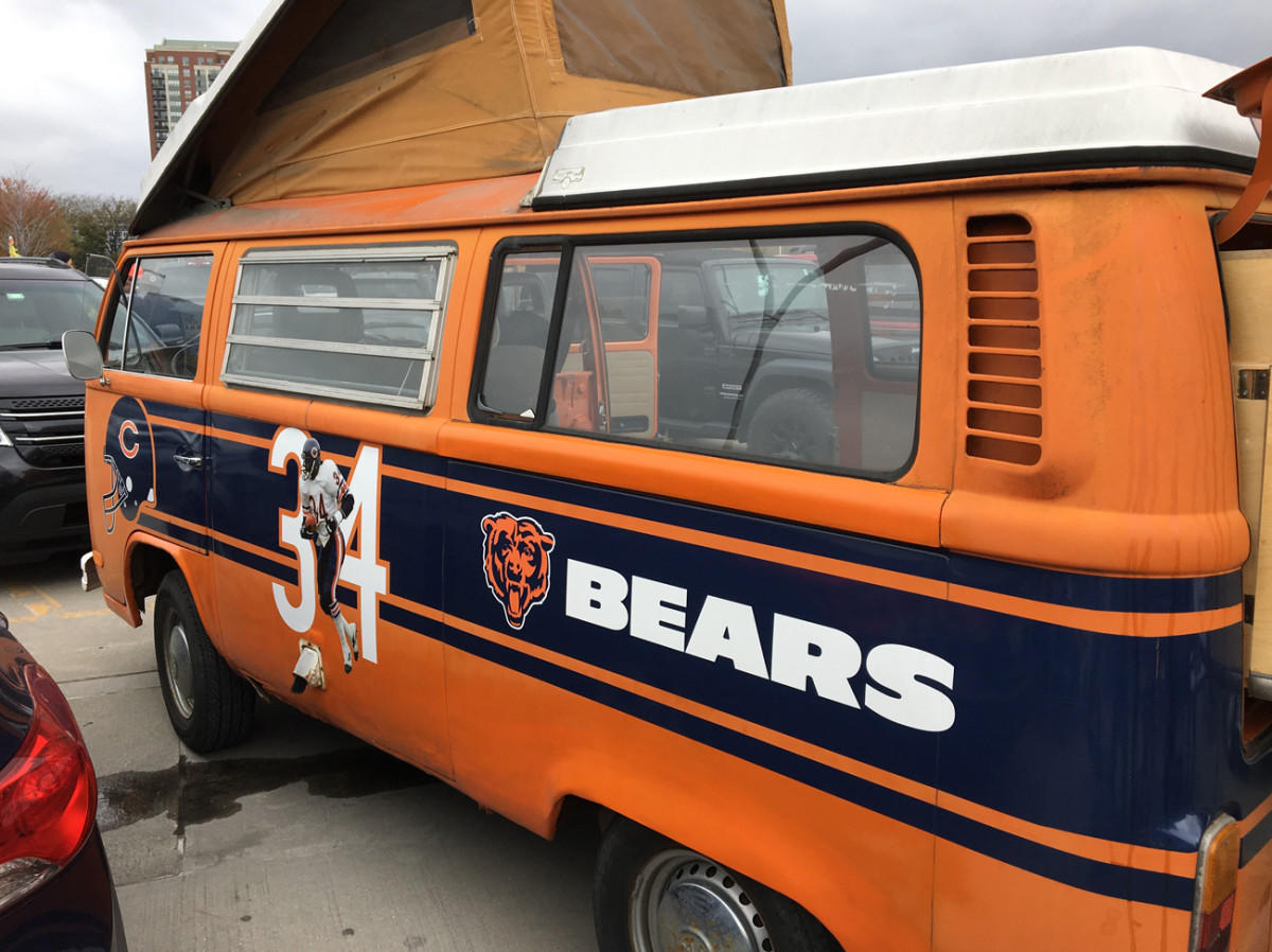 The ultimate tailgating machine for Soldier Field: A '72 VW bus dedicated to Sweetness.