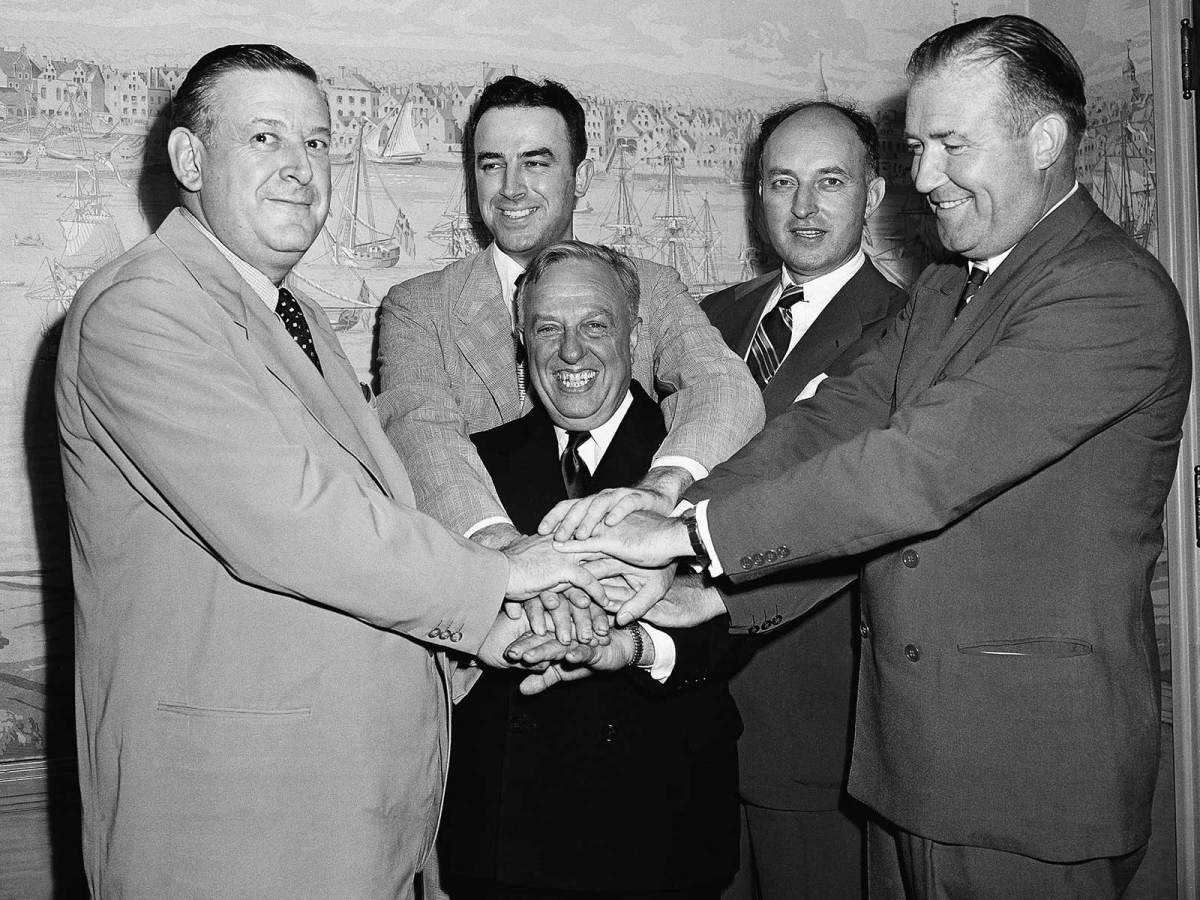 Leo Farris (second from left, in back)