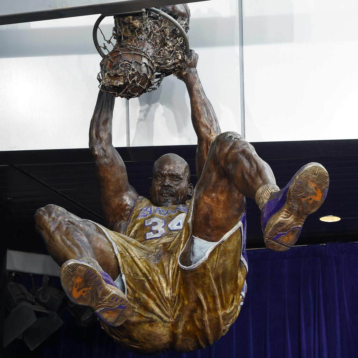 shaquille-oneal-statue.jpg