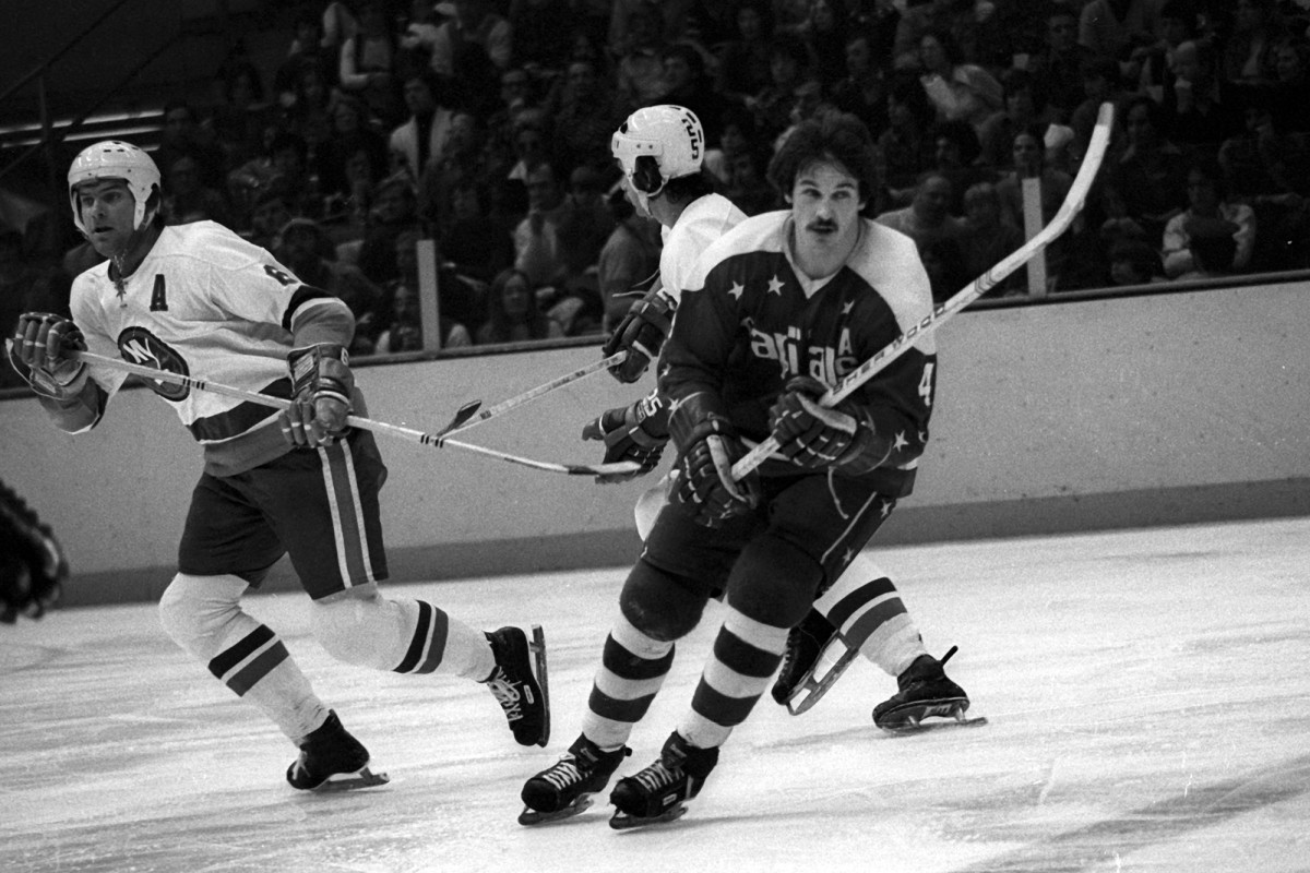 Bill Mikkelson in 1975 at the Nassau Coliseum.