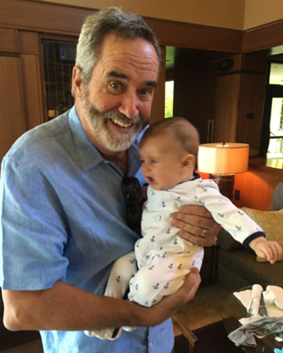 Oregon resident Dan Fouts with Freddy King, apparently not a fan of the Hall of Famer's grip.