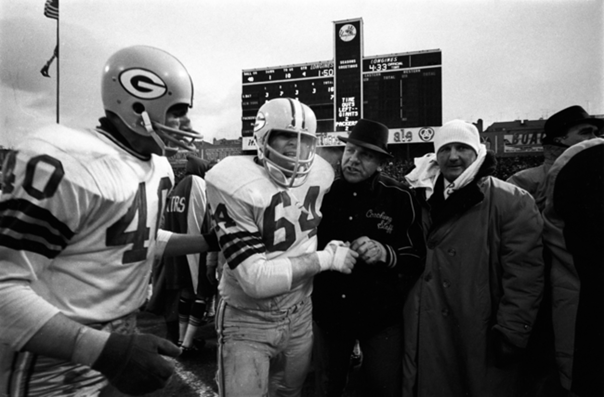 Kramer (64) on the sideline at Yankee Stadium in 1962 as the Packers take on the New York Giants in the NFL Championship Game.