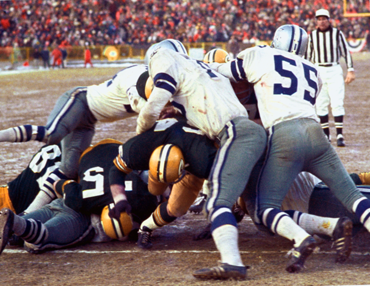Bart Starr follows Kramer's lead block into the end zone to win the NFL Championship Game—aka The Ice Bowl—in December 1967.