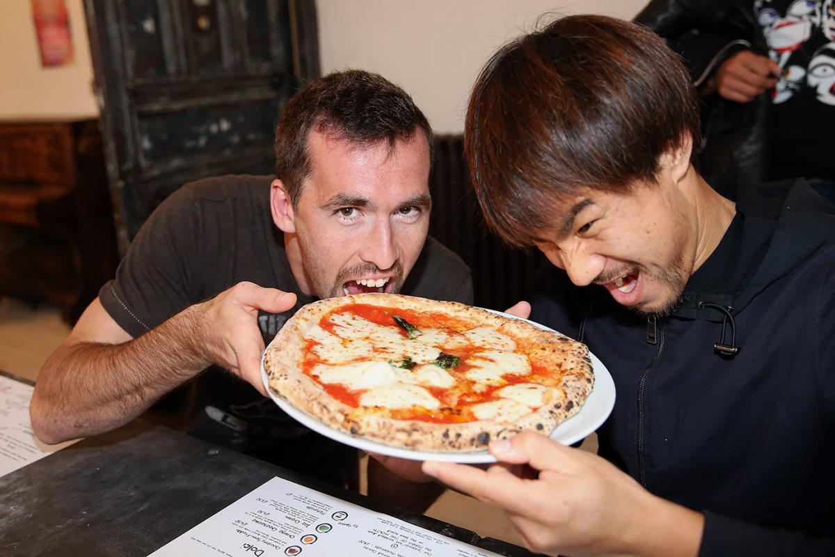 2015-1029-Leicester-City-Christian-Fuchs-Shinji-Okazaki-pizza.jpg