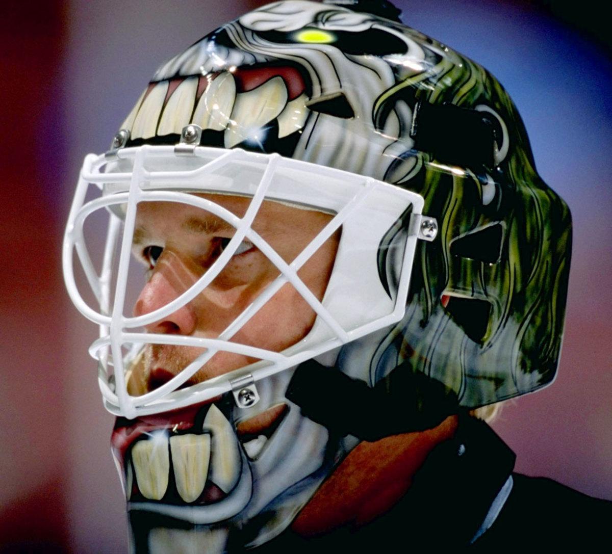 1998-99-Roman-Turek-goalie-mask.jpg