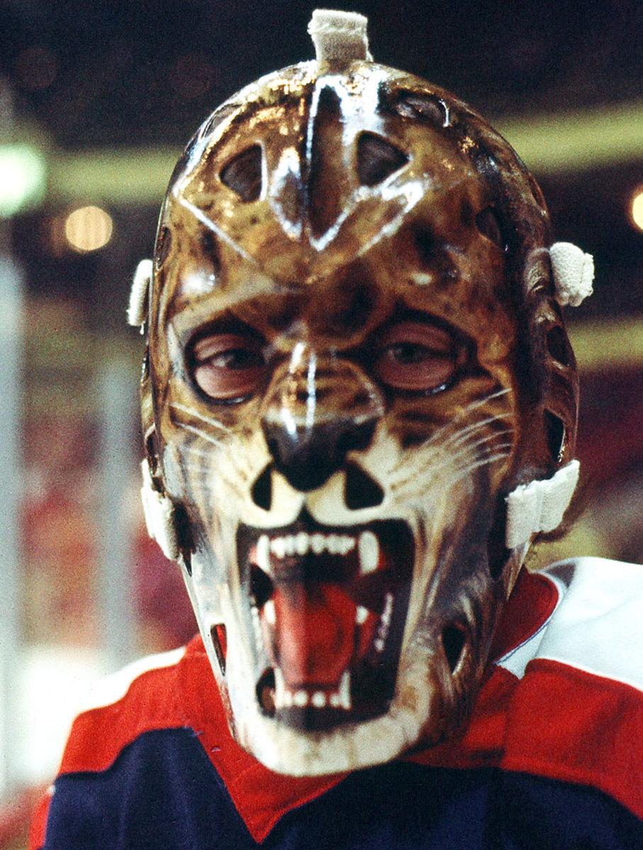 1970s-Gilles-Gratton-goalie-mask.jpg