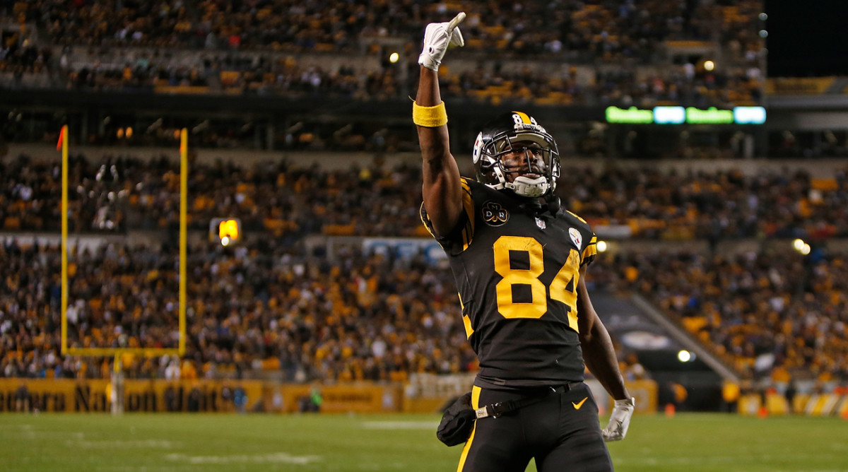 Antonio Brown stirs up the crowd at Titans-Steelers.