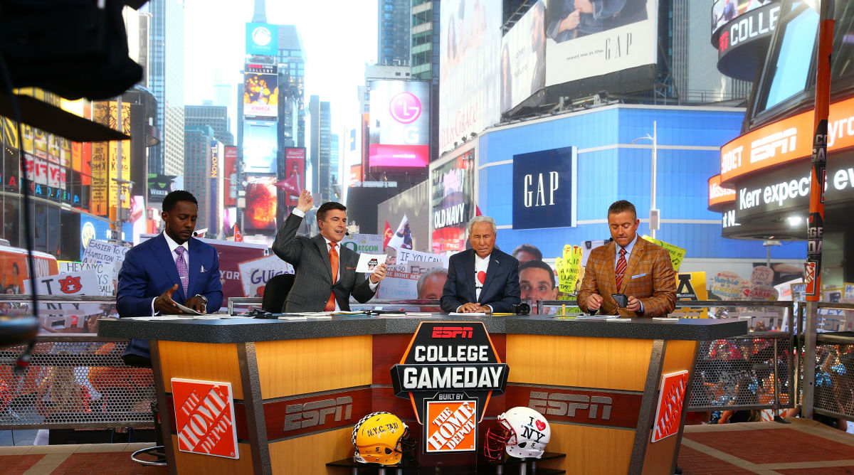 college-gameday-timesquare-media.jpg