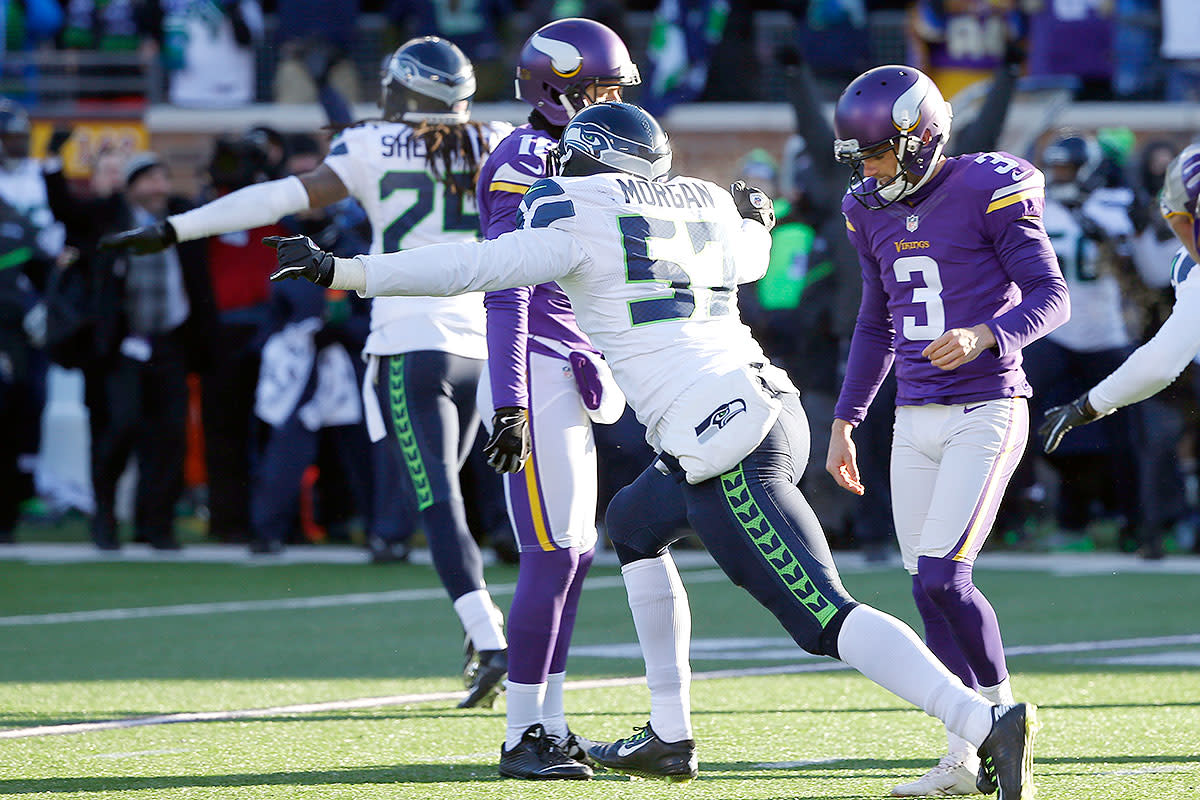 Seahawks defenders celebrate after Blair Walsh (3) missed a 27-yard field goal.