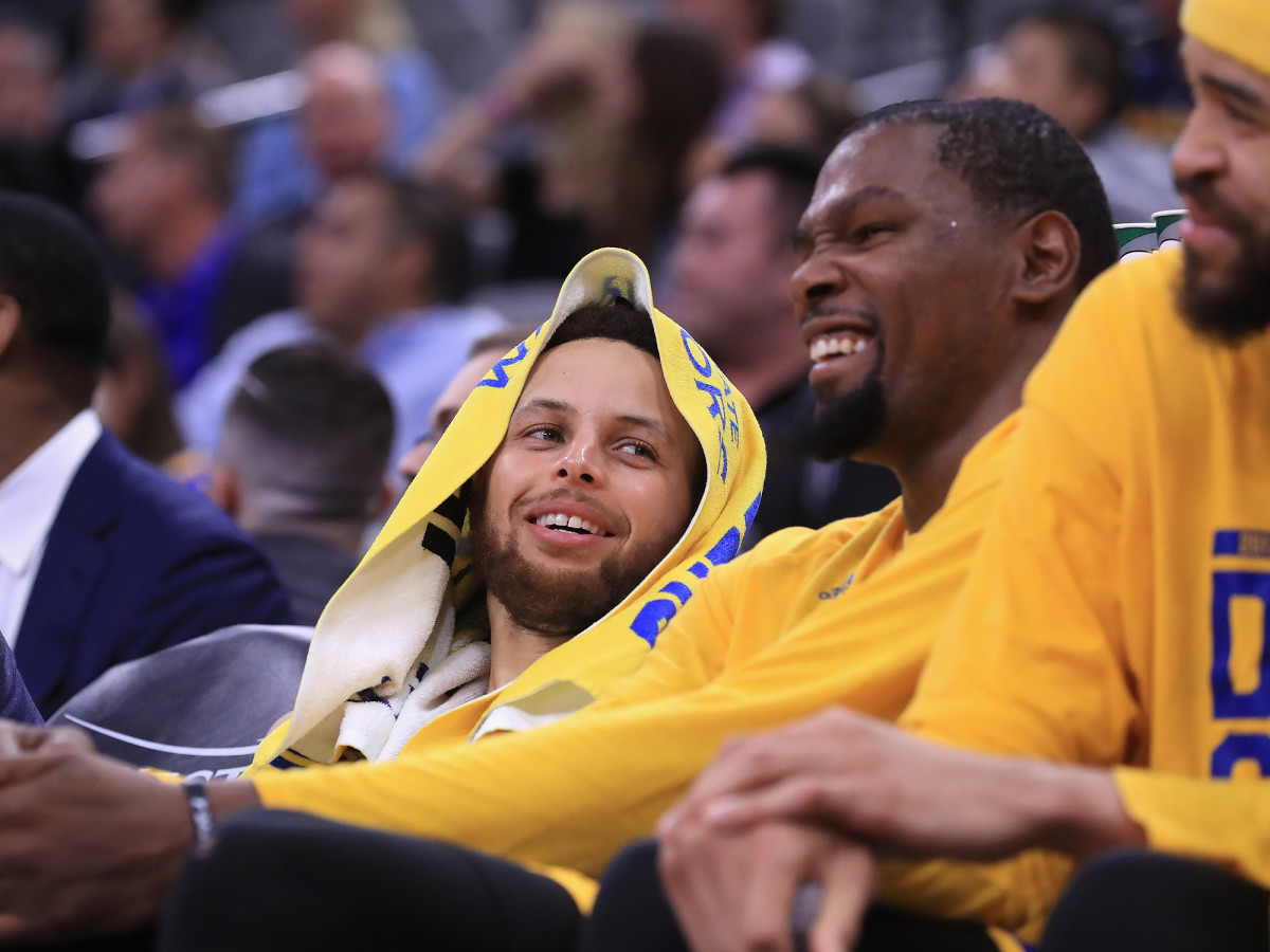 stephen-curry-kevin-durant-javale-bench.jpg