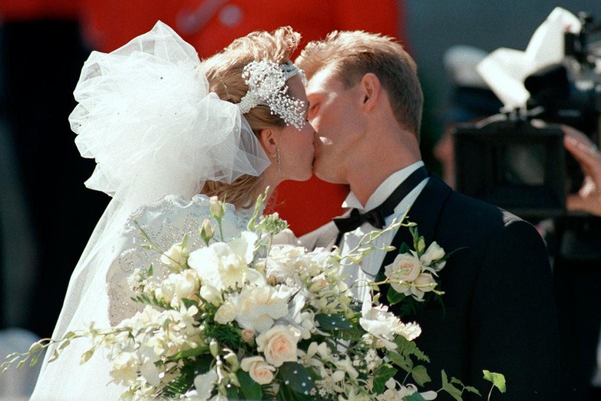 1988-Wayne-Gretzky-Janet-Jones-wedding_0.jpg