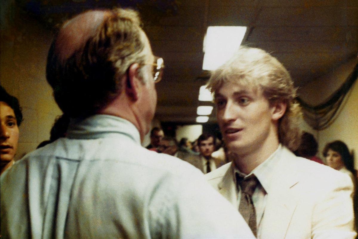 1983-Wayne-Gretzky-Bill-Torrey.jpg
