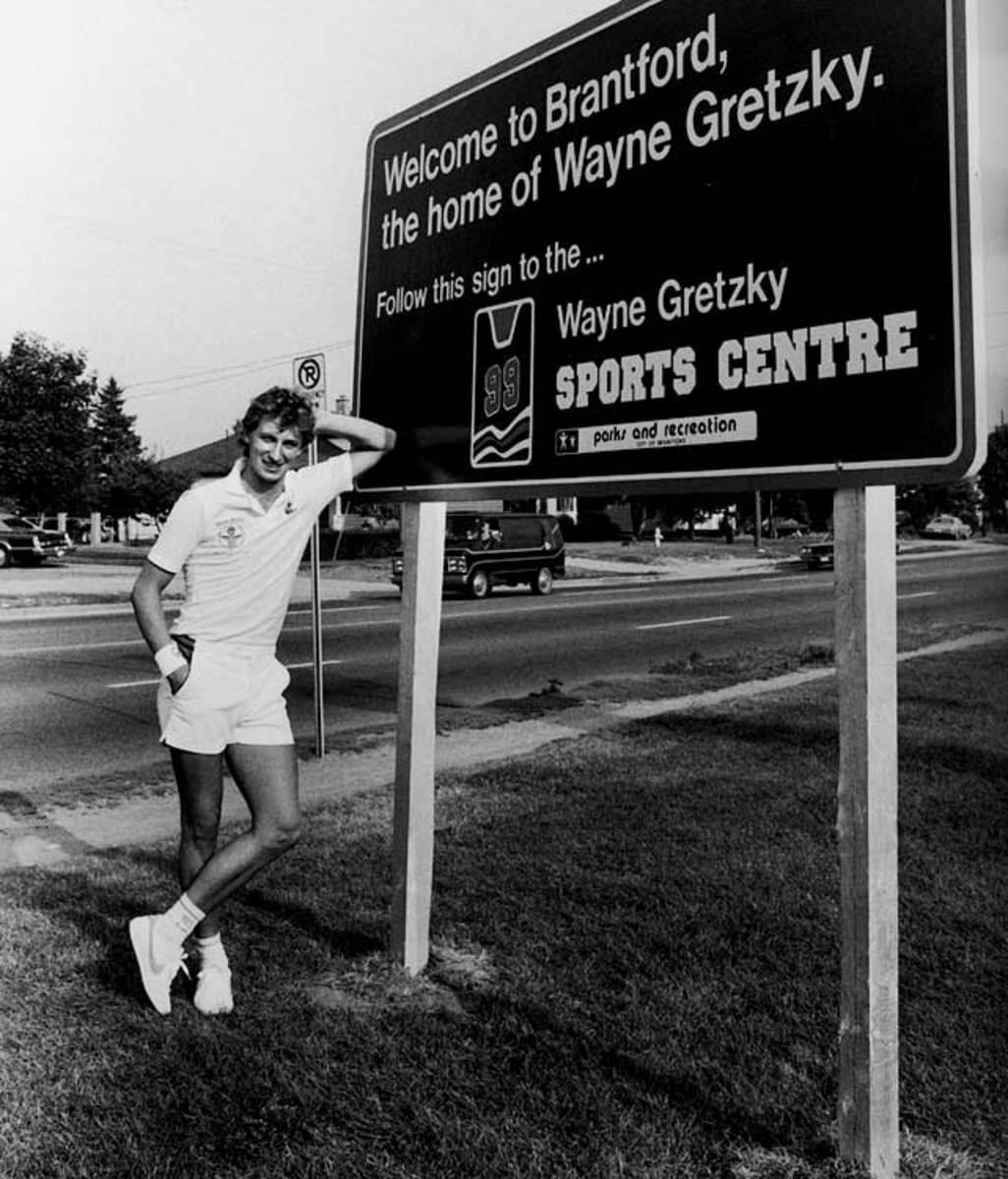 wayne-gretzky-brantford-sign.jpg