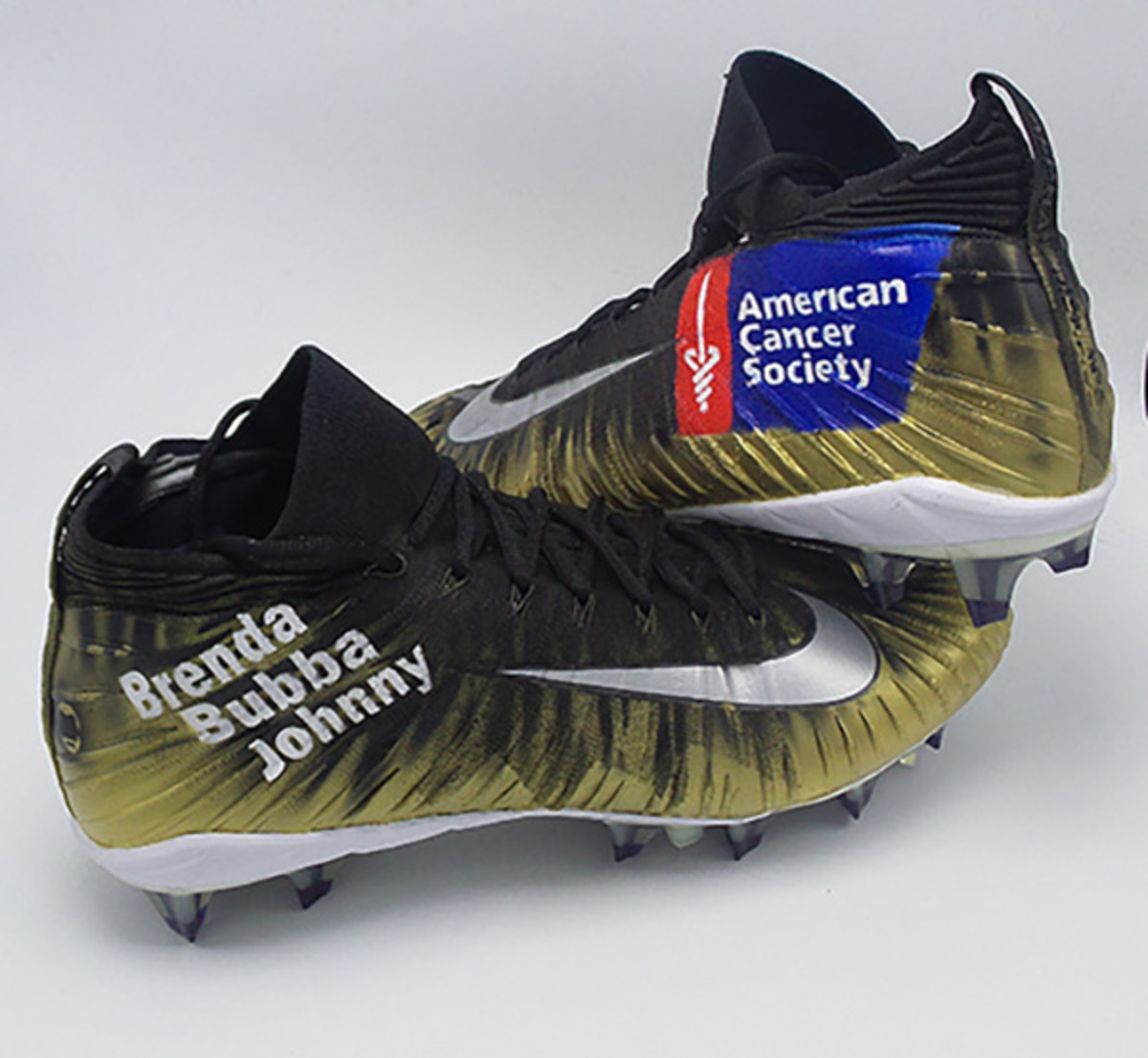 The cleats Henry will wear on Sunday.