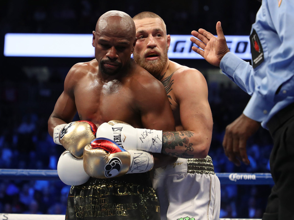 Floyd Mayweather Jr. and Conor McGregor tie up during their super welterweight boxing match on August 26, 2017 at T-Mobile Arena in Las Vegas, Nevada. (Photo by Christian Petersen/Getty Images)