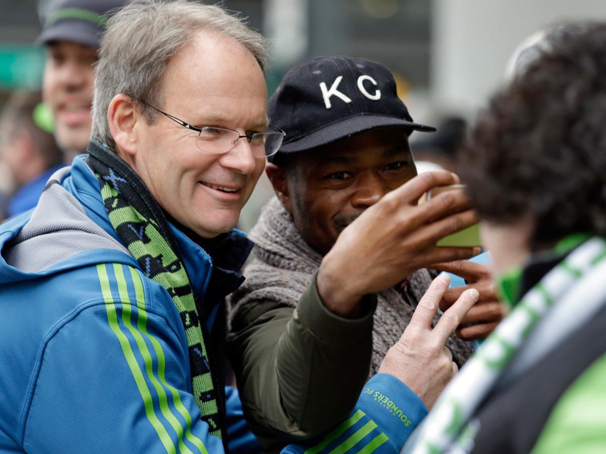 Schmetzer-MLS-Cup-Parade-Seattle-Sounders.jpg
