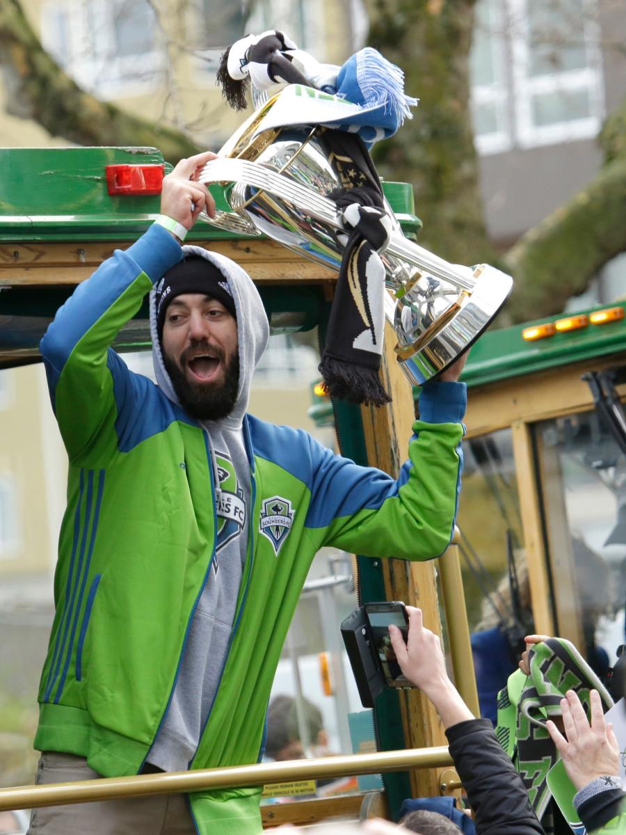Clint-Dempsey-MLS-Cup-Gallery.jpg